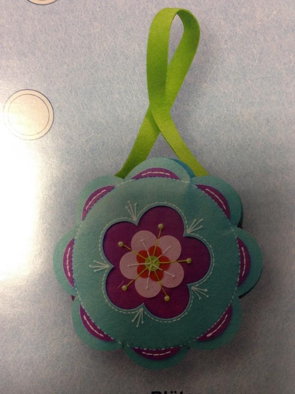 kreativní set z filcu, rozměr cca 29,5x29,5x4cm taška s květem