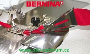 Lemovač - páskovač pro nezažehlený šikmý proužek 38/10,5mm. Bernina 0335057205