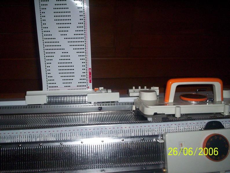 pletací stroj dvojlůžkový NOVAKNIT-Brother KH-160 + KR-160  s intarsia funkcemi, 168jehel 6mm, síla příze 2-4,5-1