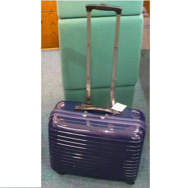 modrý cestovní kufr na kolečkách pro šicí stroje-1