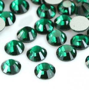 4mm nalepovací kameny broušené emerald = zelená