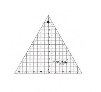 patchworkové pravítko - trojúhelník 9x8 černé rysky