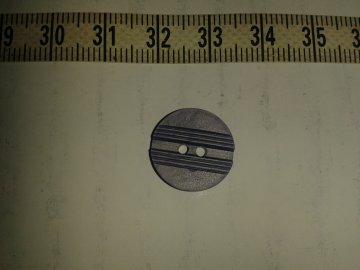 knoflík fialový s proužky gütermann vel.24 (15mm) 2 dírky