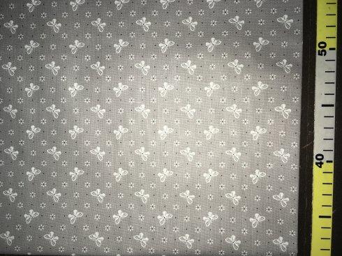látka 100%bavlna motýli šedé 145cm šíře/140gm2