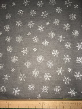 látka stříbrné vločky na šedé š.150/100%bavlna
