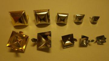 jehlánek pyramida zlatá 17x17mm