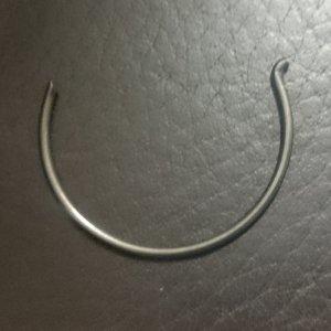 zajištovací kroužek do tělesa chapače