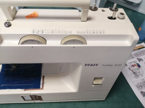 repasovaný šicí stroj Pfaff Hobby 370 -  13programů, včetně overlockových