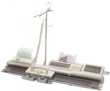 jednolůžkový pletací stroj Novaknit-245-1 s počítačovou jednotkou DBZ-1
