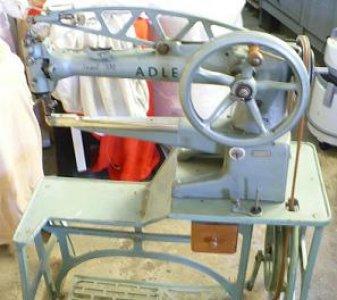 obuvnický ramenový šicí stroj Adler-