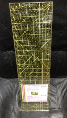 patchworkové pravítko 6,5x24 palců žluté popisky
